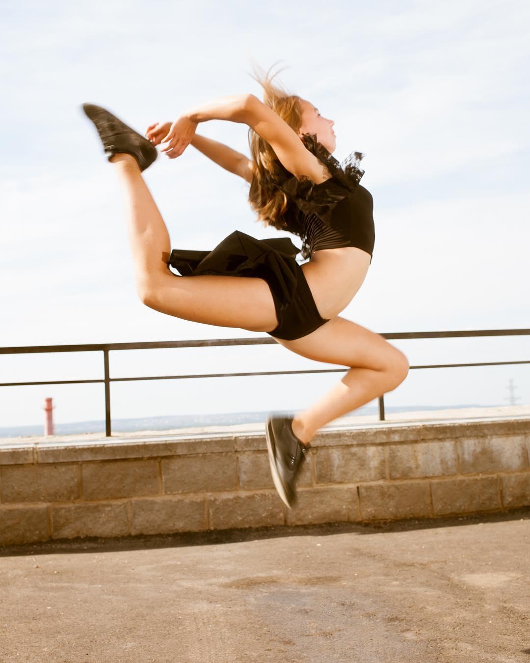 Аделина Хайбдрахманова КМС по спортивной акробатике на фотосессии у Амира Гумерова @amirgumerov #детимодели #детимоделимосква #детиспорт